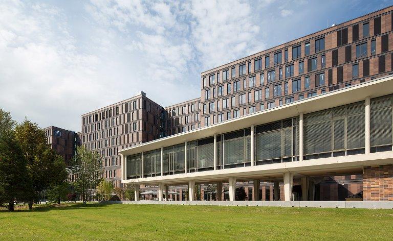 Troubleshooter f r die objekt berwachung im neubauprojekt frankfurt school of finance - Mow architekten ...
